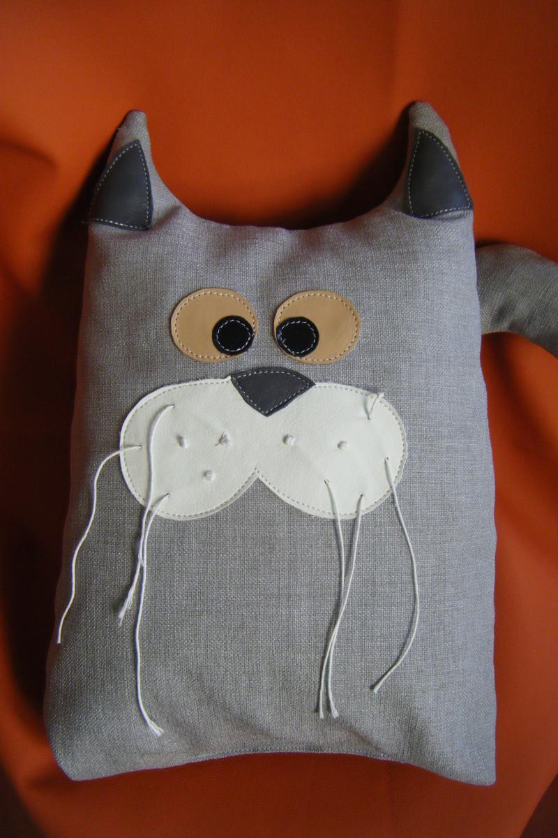 cuscino gatto grigio