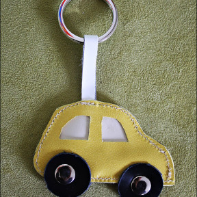 portachiavi macchina giallo