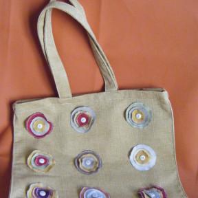 borsa in tela con bottoni beige