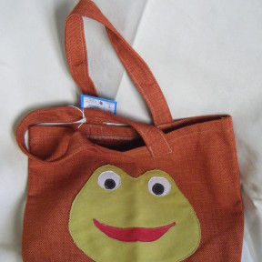 borsa in tela arancio con rana applicata