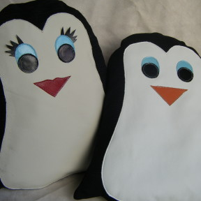 2 cuscini a forma di pinguino