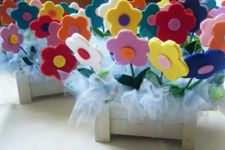 bomboniere con fiori in feltro e cassettina in legno