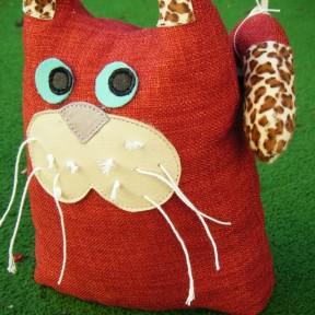 gatto fermaporta rosso con inserti pelo