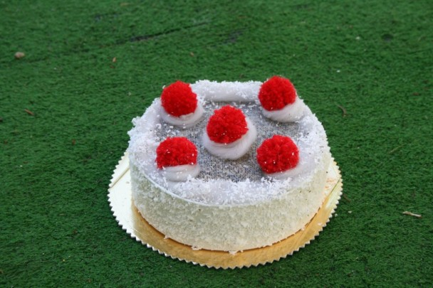 torta di lavanda media con pon pon
