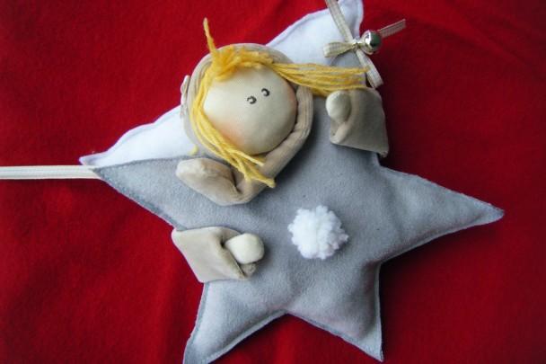 angelo abbraccia stelle biondo