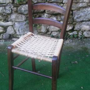 vecchia sedia in paglia