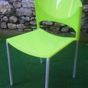 vecchia sedia in plastica