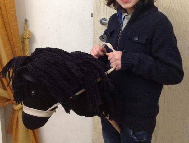 lorenzo con il suo cavallo di pezza by La Coccinella